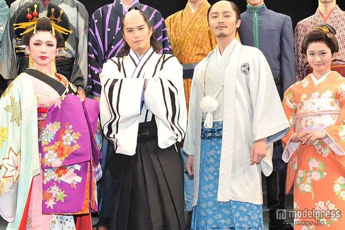 (左から)ソニン、市原隼人、徳山秀典、岡本玲