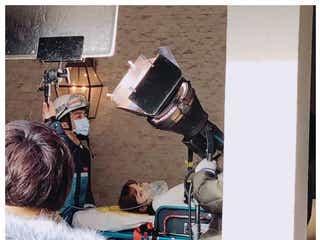 橋本環奈、担架で運ばれる マスクの下の表情にツッコミ殺到