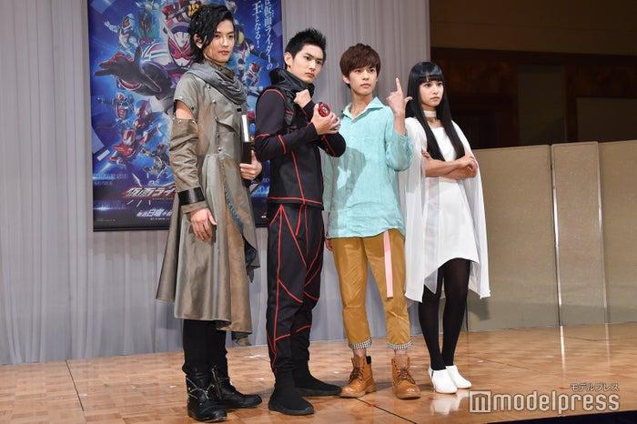 左より:渡邊圭祐、押田岳、奥野壮、大幡しえり (C)モデルプレス