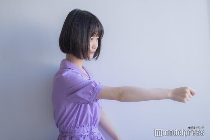 """「好きなポーズで」とお願いしたら""""日本舞踊ポーズ""""を披露してくれました(C)モデルプレス"""