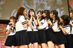 AKB48史上初の挑戦で涙も チーム8新メンバー・御供茉白お披露目<8月8日はエイトの日 夏だ!エイトだ!ピッと祭り!/セットリスト>
