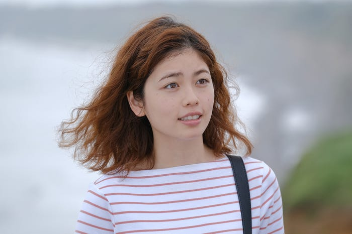 小芝風花 「彼女はキレイだった」第4話より(C)カンテレ・フジテレビ