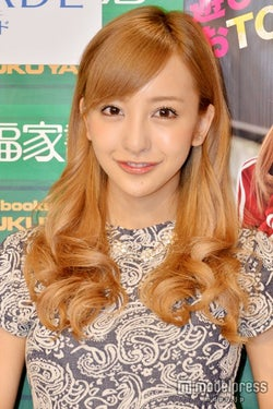 板野友美、熱愛報道の前田敦子と「昨日会って話した」