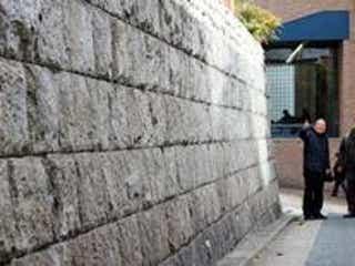 杉原千畝「命のビザ」ゆかり 今もユダヤ人が訪れる石垣、神戸に