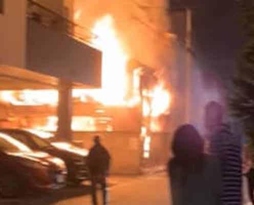 東京都心の作業所兼住宅で出火 住宅など3棟焼く 2人軽傷