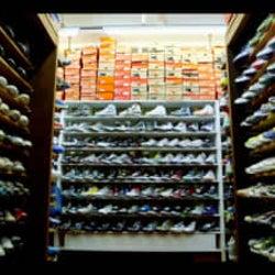 """一足のスニーカーのために、人生懸ける奴らがいる!! """"スニーカー""""カルチャー最前線に密着した異色の映画『スニーカーヘッズ』、待望のDVD発売&デジタル配信決定!"""