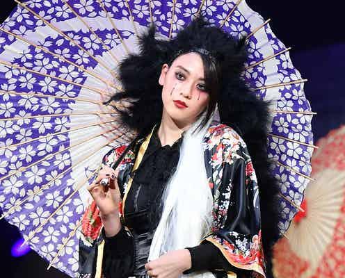 三吉彩花、和洋ミックスの怖可愛い姿に観客釘付け