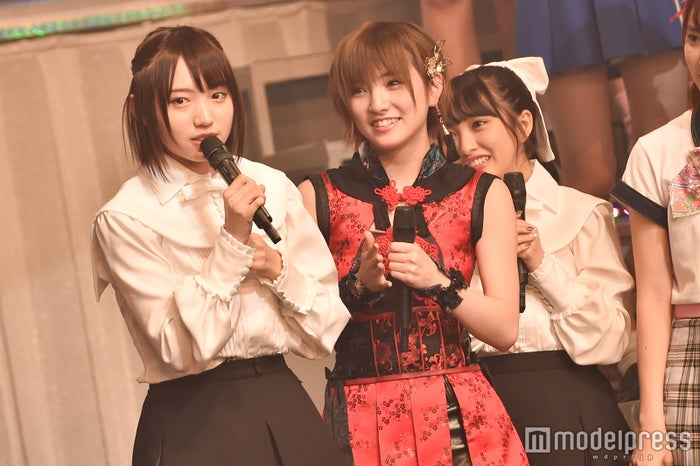 NMB48太田夢莉(左) (C)モデルプレス