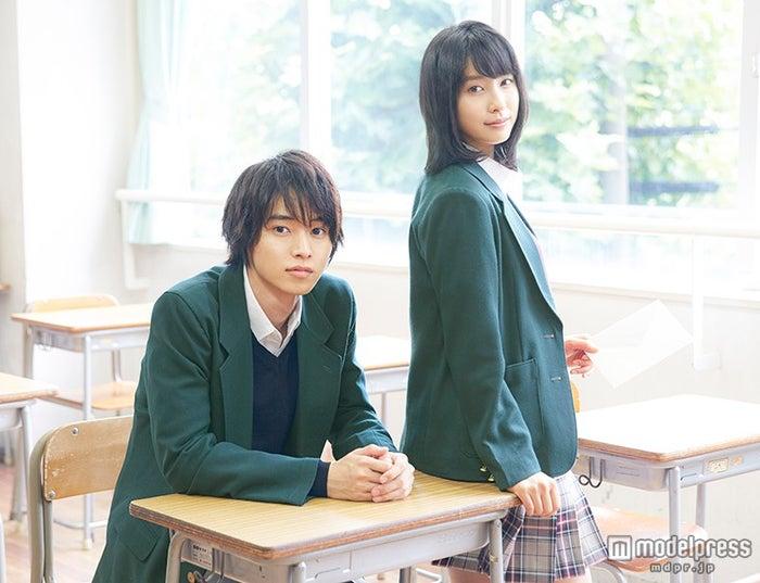 (左から)山崎賢人、土屋太鳳(C)2015「orange」製作委員会
