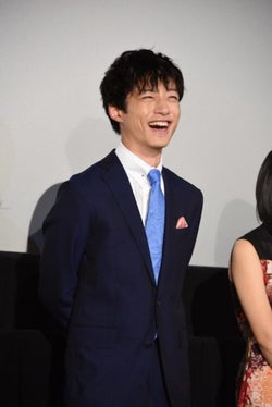 坂口健太郎、川口春奈の距離感にネット「この2人推せる」「半端ない」