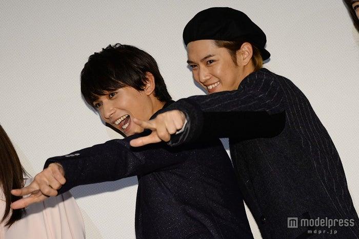 (左から)吉沢亮&千葉雄大「ニコイチですから!」対照的な恋愛観&ファンサービス炸裂で女子悲鳴【モデルプレス】