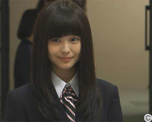 """「可愛すぎる」と話題 女優・浜辺美波が""""天使っぷり""""発揮で本格ブレイクの兆し"""