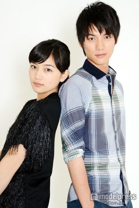 モデルプレスのインタビューに応じた川口春奈、福士蒼汰