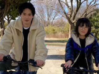 『ウチ彼』浜辺美波・岡田健史のサイクリング2ショットに反響 「最高」