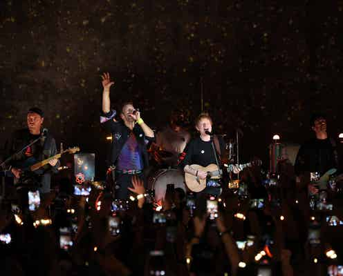 コールドプレイ、新アルバムのリリース記念ライブでエド・シーランとサプライズ共演。