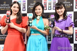 (左から)香椎由宇、小島瑠璃子、優希美青 (C)モデルプレス