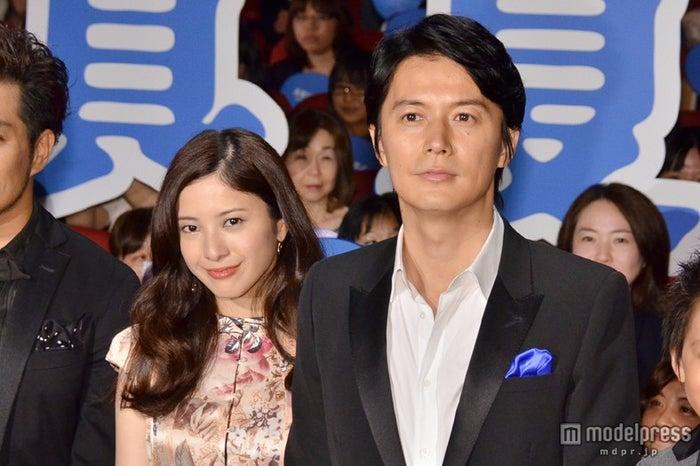 映画「真夏の方程式」初日舞台挨拶に出席した福山雅治(右)、吉高由里子(左)