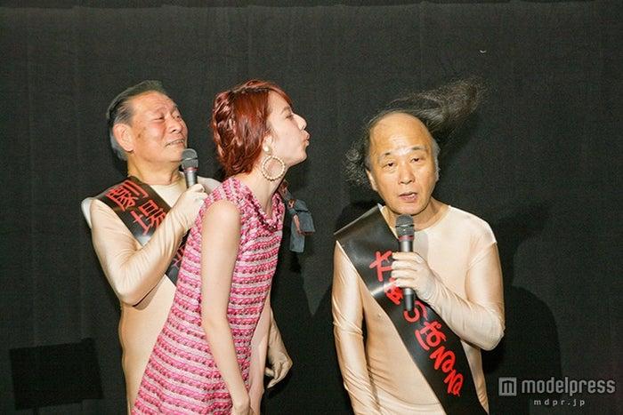 「劇場霊」舞台挨拶に登壇した梅原かなた、島崎遥香、梅原はるか(C)2015『劇場霊』製作委員会【モデルプレス】
