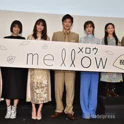 (左から)松木エレナ、志田彩良、岡崎紗絵、田中圭、ともさかりえ、白鳥玉季、今泉力哉監督(C)モデルプレス