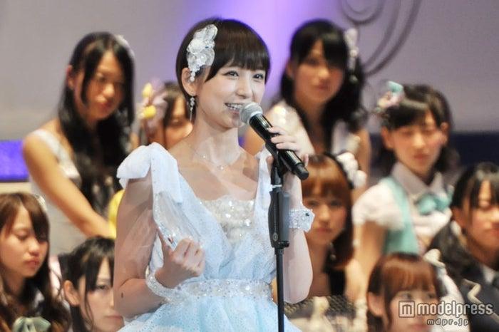 女性ファンが選ぶおしゃれだなと思うメンバー第1位に輝いた篠田麻里子