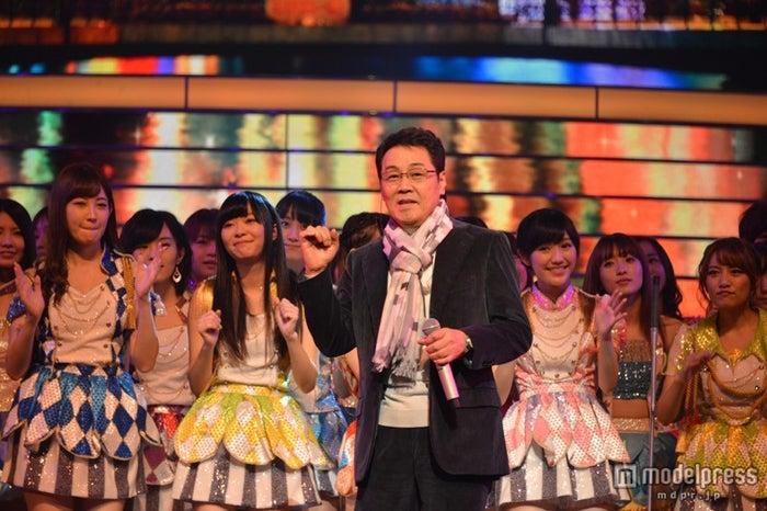 「第64回NHK紅白歌合戦」のリハーサルに登場した五木ひろし×AKB48