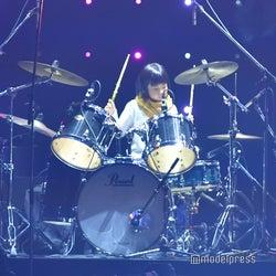 8歳の天才ドラマー・よよか、圧巻のサウンド響かす 紗栄子がランウェイ<TGC2018A/W>