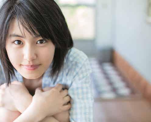 デビュー3ヶ月で「ヤンジャン」表紙に抜擢!小顔・透明感・スラリとのびる手足…竹内愛紗はすべてを持っている!