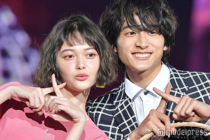 「神戸コレクション 2018 SPRING/SUMMER」に出演した玉城ティナ、小関裕太(C)モデルプレス