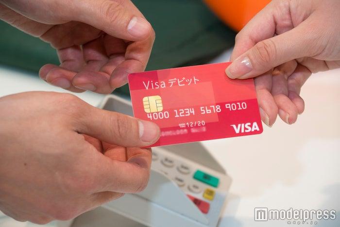 「Visaデビット」は現金のように使えて便利(C)モデルプレス