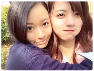池田エライザ&山本舞香、抱きしめながらキス?ラブラブ動画にファン悶絶