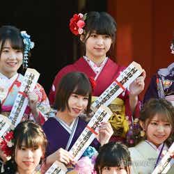 (左上から時計回りに)本田そら、藤原あずさ、白雪希明、山田樹奈、石田優美、水田詩織/AKB48グループ成人式記念撮影会 (C)モデルプレス