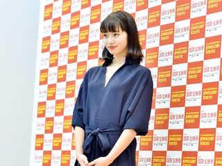 小松菜奈、外ハネ&オールインワンの上品トレンドコーデが可愛い<ファッションチェック>