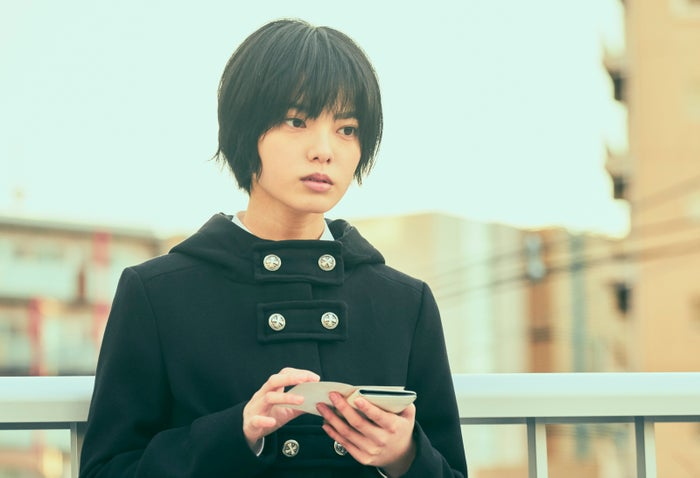 平手友梨奈(C)2020映画「さんかく窓の外側は夜」製作委員会 (C)Tomoko Yamashita/libre