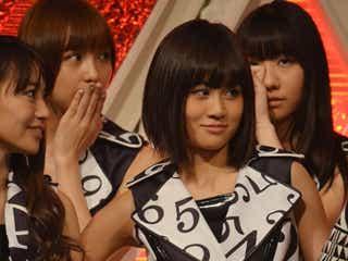 <紅白リハ2日目>AKB48前田敦子、リハ中にKARAニコルと仲良く腕組み