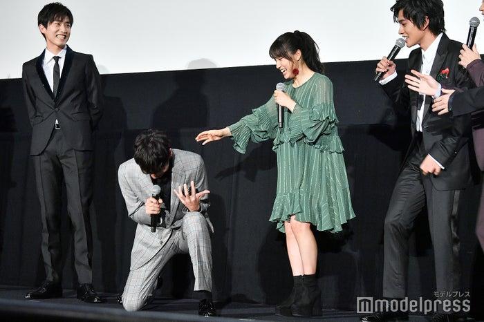 小関裕太「うわぁぁぁぁ」/左から:杉野遥亮、小関裕太、土屋太鳳、北村匠海 (C)モデルプレス