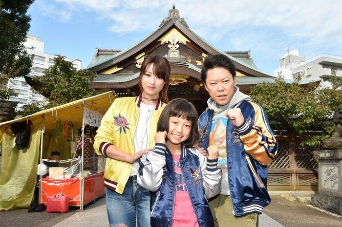 (左より)深田恭子、山田美紅羽、阿部サダヲ(C)TBS