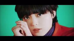 欅坂46、女性らしく艷やかに魅了 しなやかに踊る