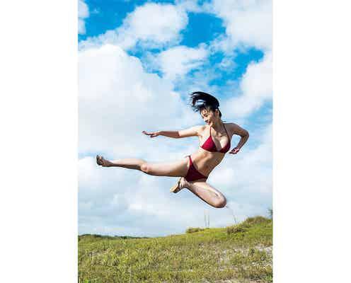 空手家で看護師・長野じゅりあが『週プレ』に登場、透き通るやわ肌を披露