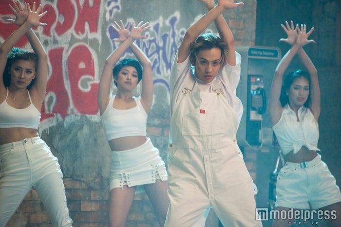 りゅうちぇる、歌手デビューにかける熱意は本物だった/RYUCHELL「Hands up!! If you're Awesome」MV撮影(C)モデルプレス
