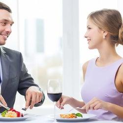 男性が食事デートで「ドン引きする」お会計時の行動3つ