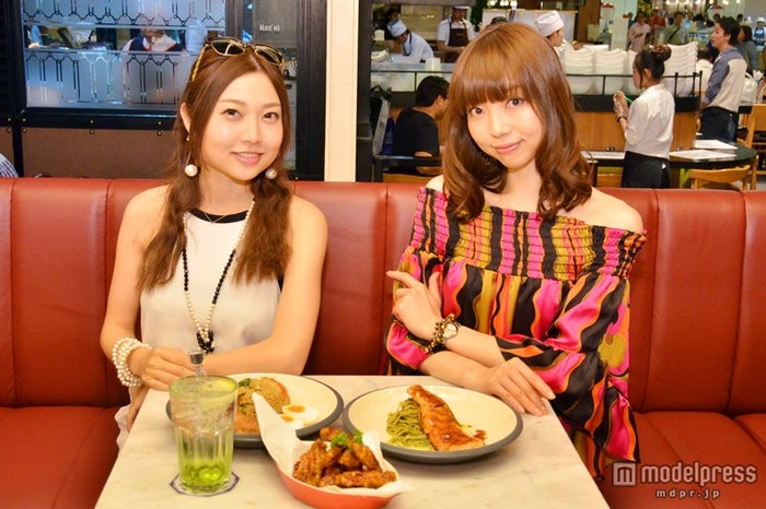 駅がモチーフのお洒落なカフェ「Kloset Cafe」/モデル:百々さおり、富田千穂【モデルプレス】