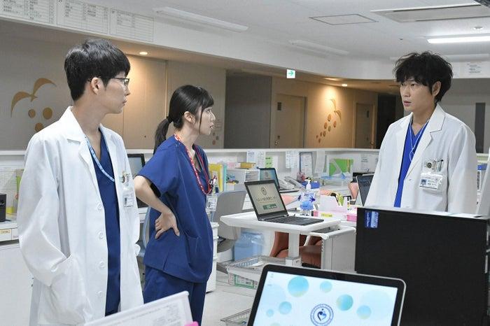 星野源、松岡茉優、綾野剛/「コウノドリ」第3話より(画像提供:TBS)