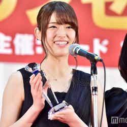 モデルプレス - 乃木坂46松村沙友理、代表スピーチで笑顔全開 ジュエリー贈呈に「本当に感激」