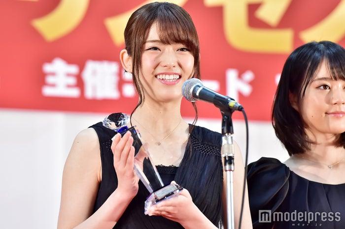乃木坂46を代表してスピーチを行った松村沙友理(C)モデルプレス