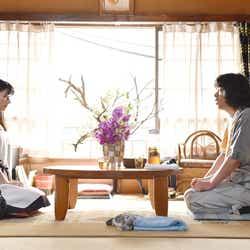 芳根京子、峯田和伸/「高嶺の花」第6話より(C)日本テレビ
