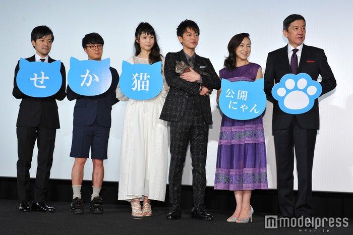 (左から)永井聡監督、濱田岳、宮崎あおい、佐藤健、原田美枝子、奥田瑛二(C)モデルプレス