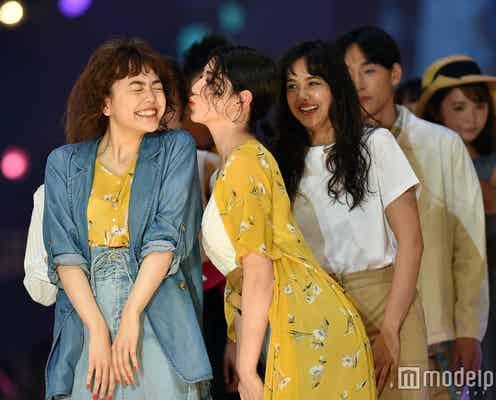 三吉彩花&松井愛莉がキス!?仲良しランウェイで沸かす<札幌コレクション2017>