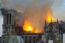 ノートルダム大聖堂大規模火災 仏大統領が再建宣言・寄付を呼びかけ