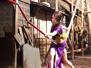戸田恵梨香、スリット入り艶やか衣装で木村拓哉と壮絶バトル