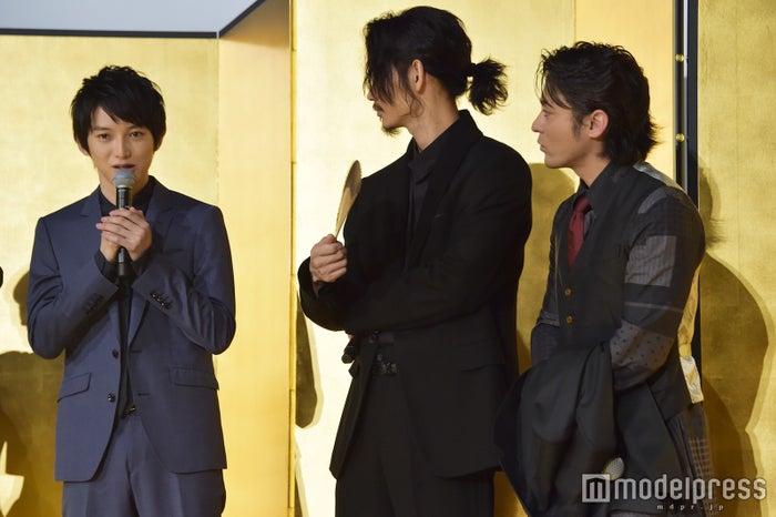 (左から)本郷奏多、綾野剛、山田孝之(C)モデルプレス